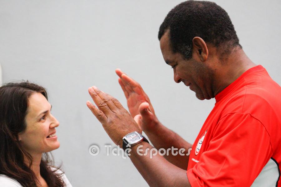 Cubano em conversa informal com a jornalista Andréa, da Tchê Esportes