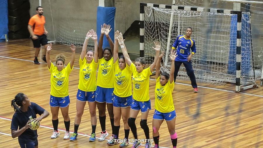 Jogo treino, da Seleção Feminina Junior, muito disputado. (foto André Pereira / Tchê Esportes)