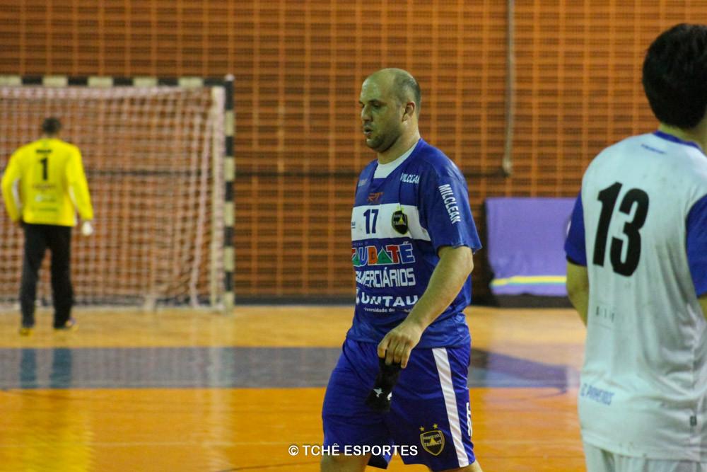 Toko, Taubaté, expulso aos 28min do 2º tempo. (foto André Pereira / Tchê Esportes)
