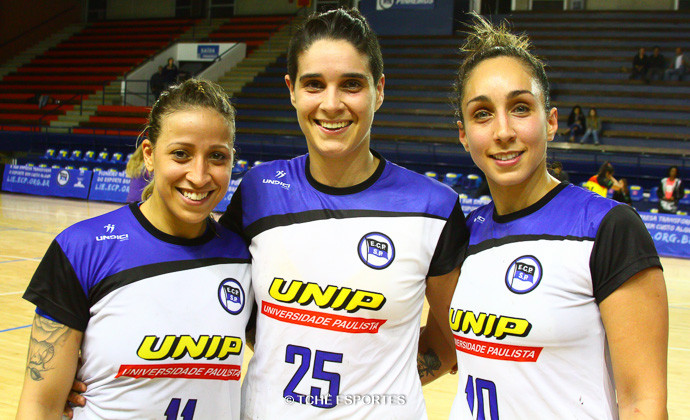 Tamires Costa, Danini Jóia e Tainara Gonçalves, reforços do Pinheiros. (foto André Pereira / Tchê Esportes)