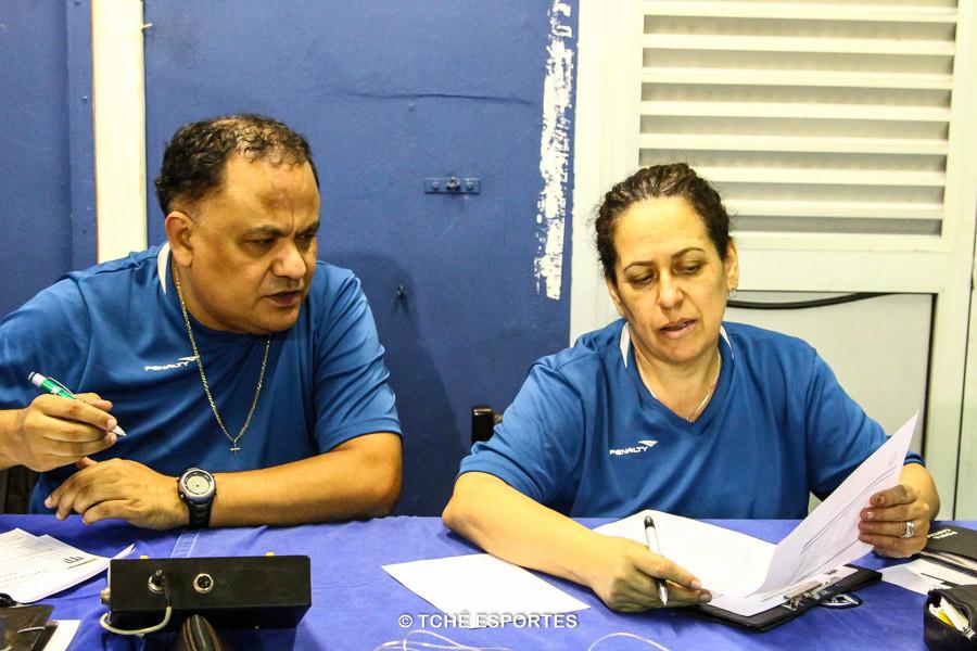 Fernando Nascimento, cronometrista e Maria Fazzani, secretária. (foto André Pereira / Tchê Esportes)
