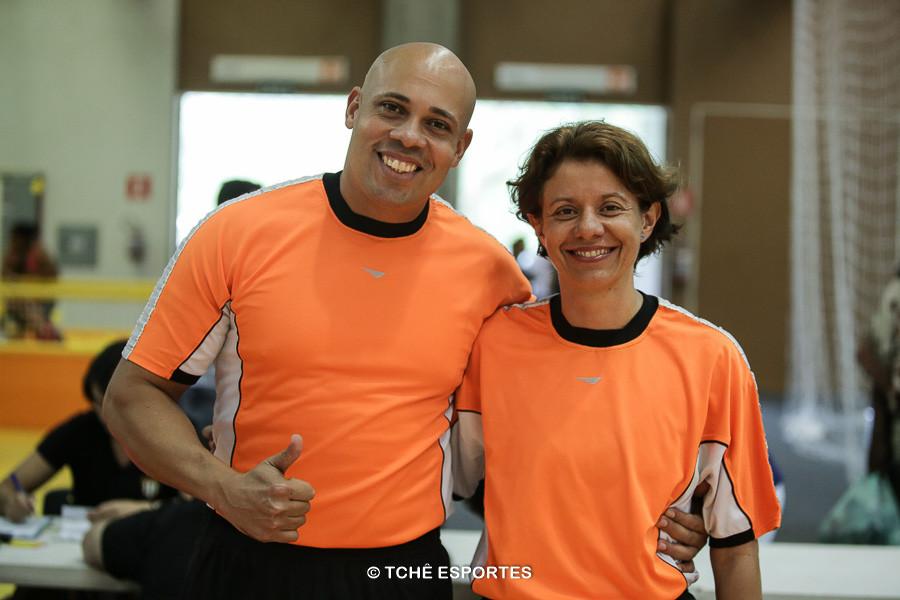Luis Nelson e Silmara Furtado, árbitros do jogo. (foto André Pereira / Tchê Esportes)