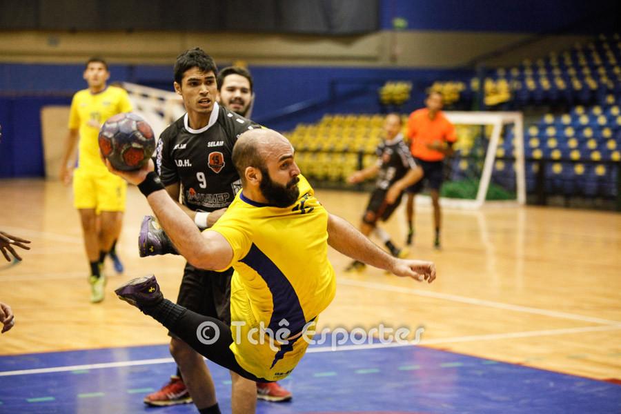 Felipe Carbone, Hebraica, no ataque. (foto André Pereira / Tchê Esportes)
