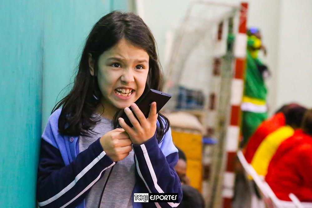 Fernanda Rodrigues, Tchê Esportes, narrando o jogo. (foto André Pereira / Tchê Esportes)