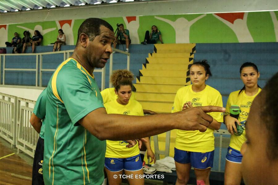 Daniel Suárez, técnico da Seleção Feminina Junior. (foto André Pereira / Tchê Esportes)