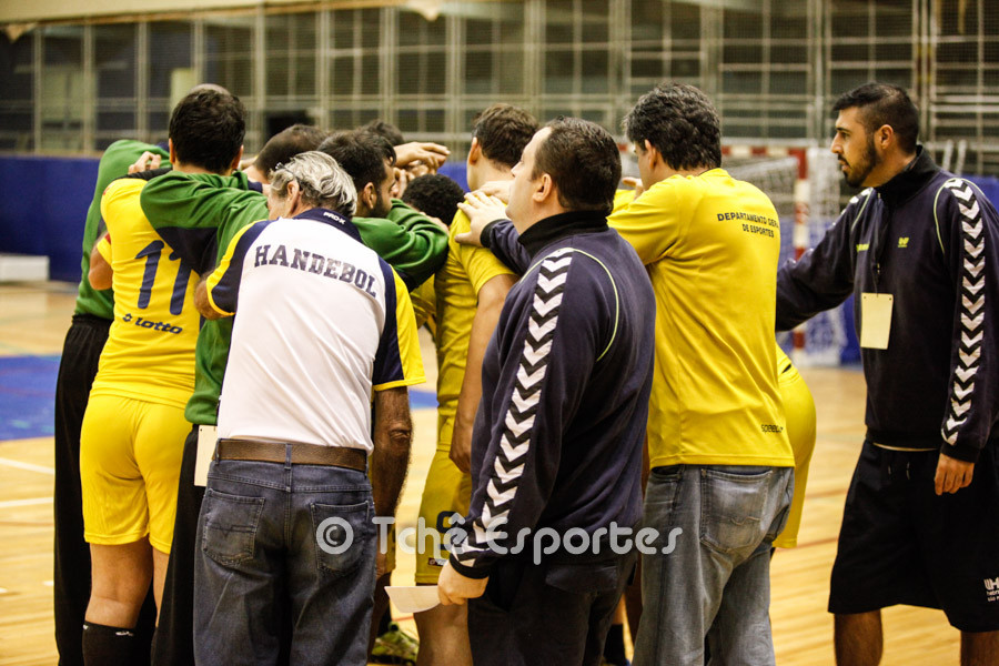 Massa incentiva a equipe. (foto arquivo Tchê Esportes)
