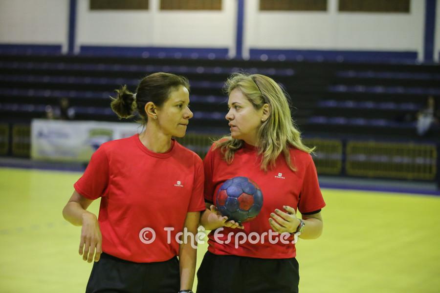 Silmara Furtado e Andrea Inglez, árbitras do jogo. (foto André Pereira / Tchê Esportes)