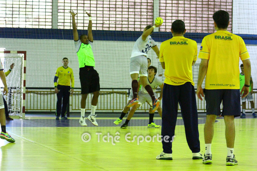 Primeiro dia de treino da Seleção Universitária Masculina. (foto André Pereira / Tchê Esportes)