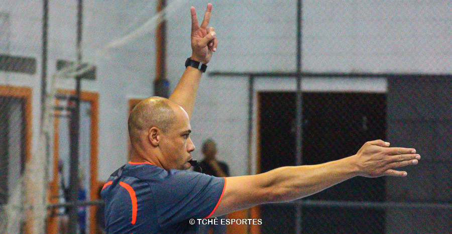 Luis Nelson, árbitro. (foto André Pereira / Tchê Esportes)