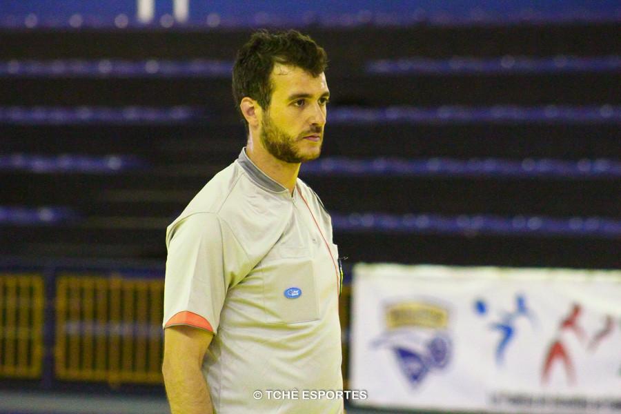 Adriano Rocha, árbitro do jogo. (foto André Pereira / Tchê Esportes)