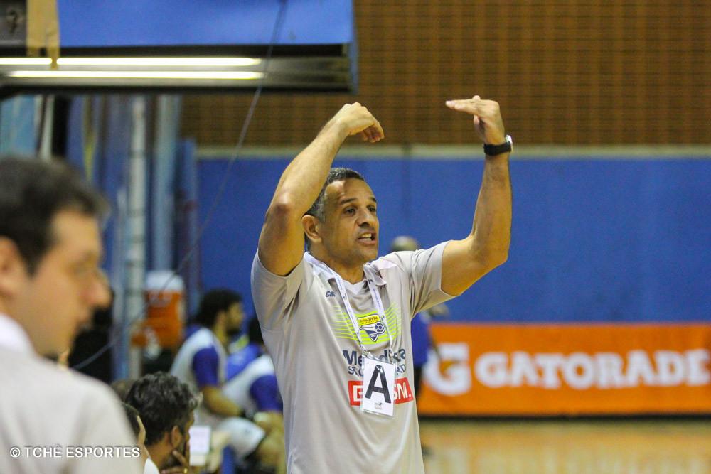 José Ronaldo, técnico da Metodista. (foto André Pereira / Tchê Esportes)