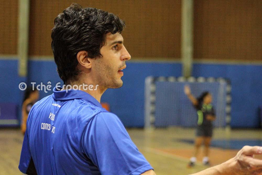 """""""""""Um time que quer defender com intensidade está sujeito a tomar punição"""". Aprile (foto André Pereira / Tchê Esportes)"""