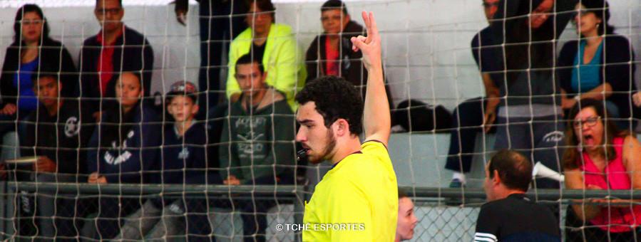 Vinicius, árbitro do jogo. (foto André Pereira / Tchê Esportes)