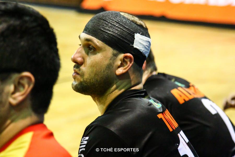 Toko após ser atendido pela equipe médica do ECP. (foto André Pereira / Tchê Esportes)
