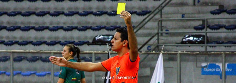 Daniel Magalhães, árbitro do jogo. (foto André Pereira / Tchê Esportes)