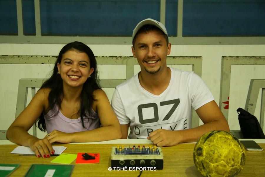 Amanda Teixeira e Thiago Marques, mesários. (foto André Pereira / Tchê Esportes)