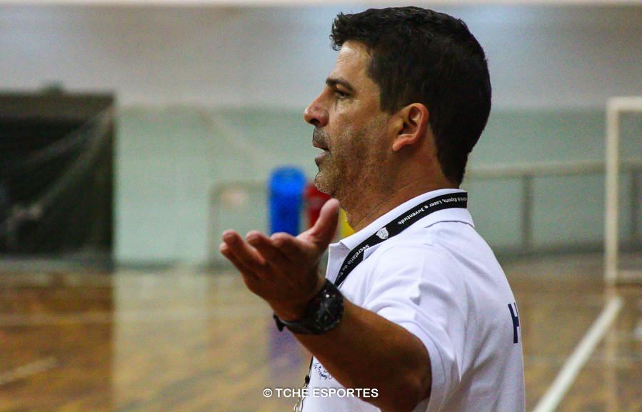 Anderson Carneiro, técnico de Franca. (foto André Pereira / Tchê Esportes)