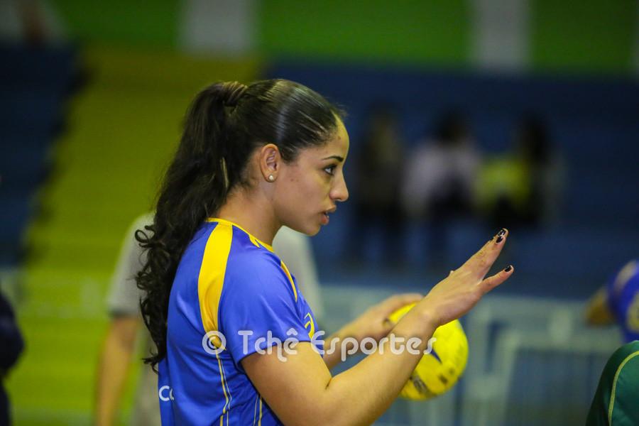 Amanda, armadora esquerda. (foto André Pereira / Tchê Esportes)