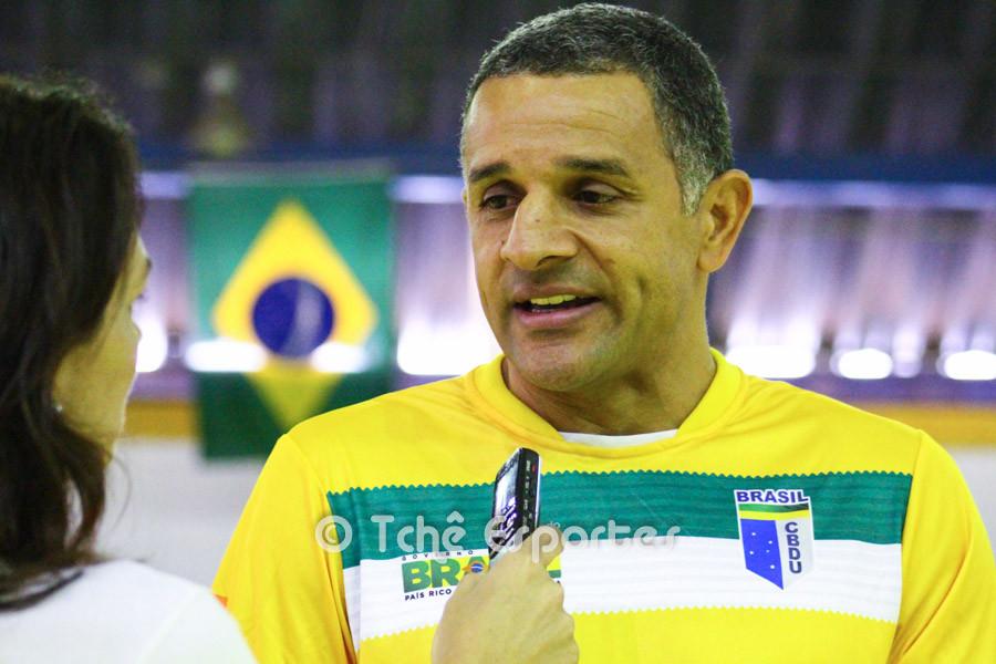 José Ronaldo (SB), técnico da Seleção Universitária de handebol. (foto André Pereira / Tchê Esportes)