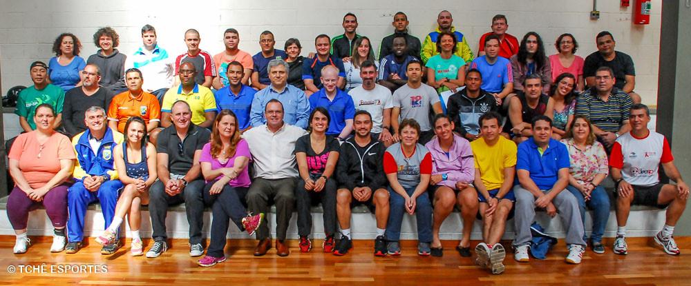 Árbitros e Diretores da FPHb. (foto André Pereira / Tchê Esportes)