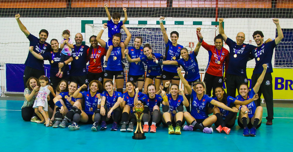 EC Pinheiros (SP), terceiro lugar da Liga Nacional Feminina de Handebol. (foto André Pereira / Tchê ESportes)
