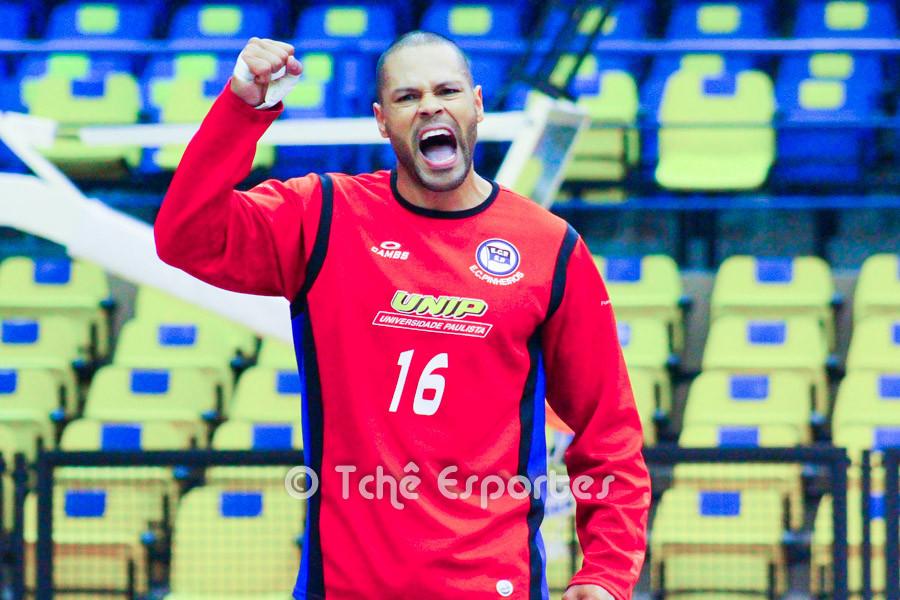 Marcão, goleiro EC Pinheiros, importantes defesas. (foto André Pereira / Tchê Esportes)