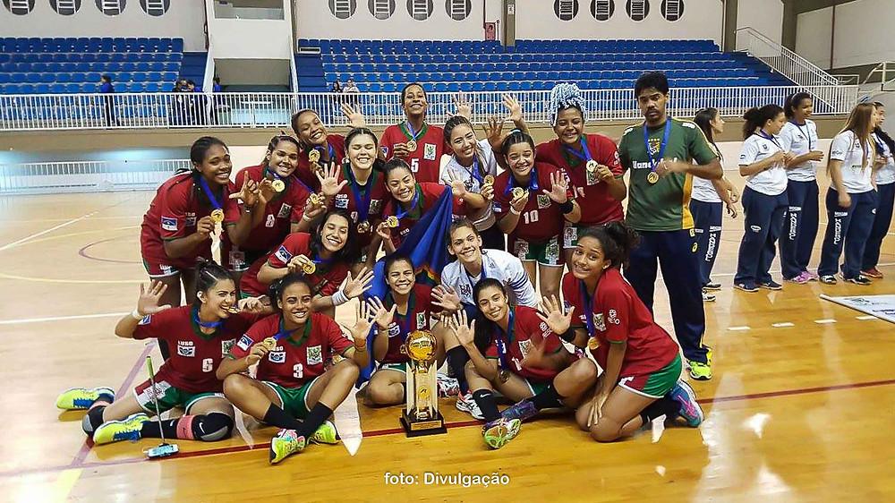 Equipe do Português/AESO (PE), atual campeão. (foto divulgação CBHb)