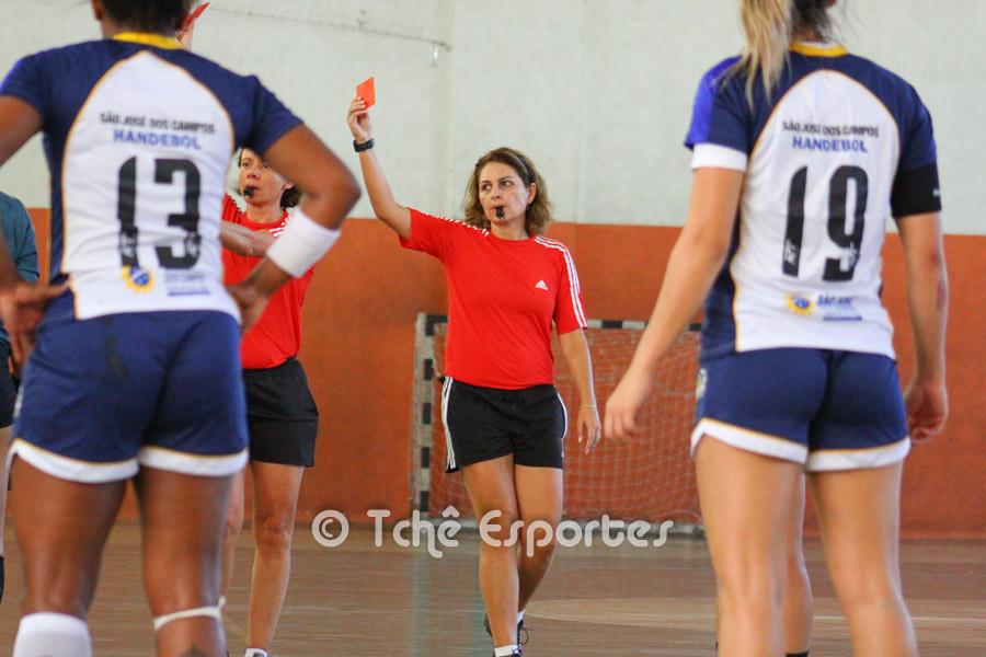 Cartão vermelho para Tamires, CEPE/Santos. (foto André Pereira / Tchê Esportes)