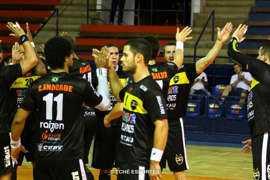 Taubaté comemora a vitória. (foto André Pereira / Tchê Esportes)