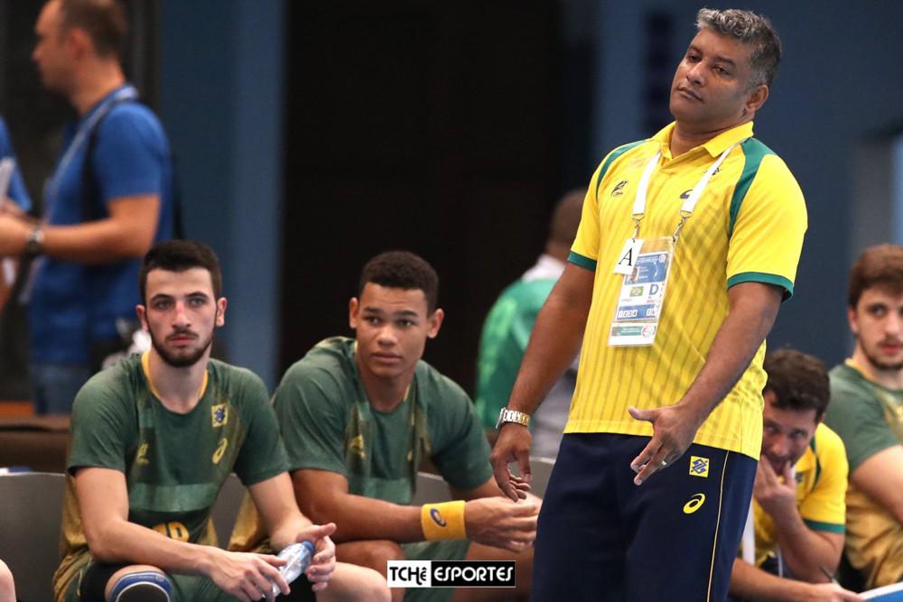 Helinho, técnico da Seleção Brasileira Jr Masculina. (foto divulgação IHF)