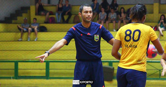 Fábio Passos, árbitro do jogo. (foto André Pereira / Tchê Esportes)