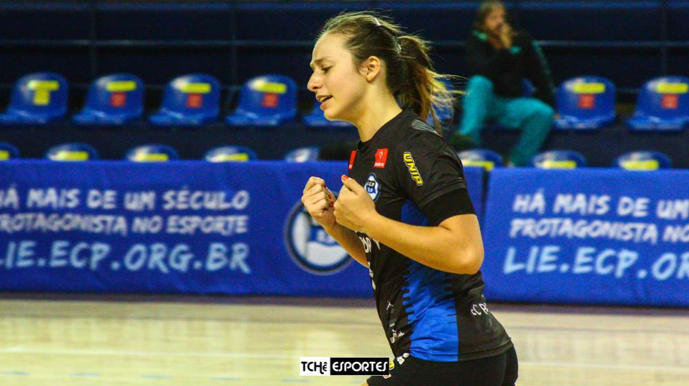 Isabele Medeiros, ponta do EC Pinheiros (foto André Pereira / Tchê Esportes)