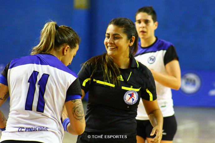 Sandra Quadros, árbitra do jogo. (foto André Pereira / Tchê Esportes)