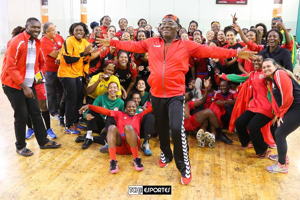 Festa e integração marcam amistoso entre Centro Olímpico e Seleção de Camarões.  (foto André / Tchê Esportes)