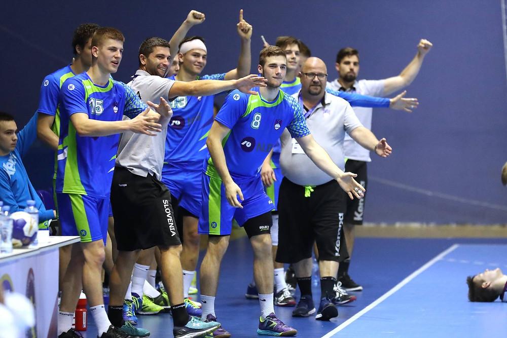 Equipe da Eslovênia, favorita do confronto. (foto divulgação IHF)