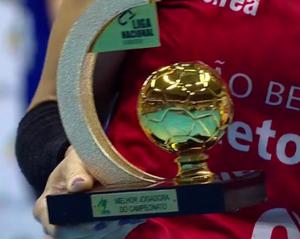Troféu de Melhor Jogadora da Liga Nacional. (reprodução SporTV)