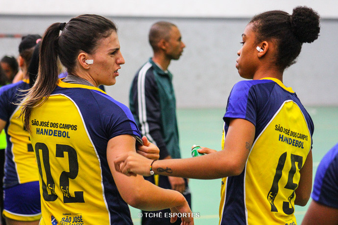 Jéssica e Bruna, amigas dentro e fora de quadra. (foto arquivo Tchê Esportes)