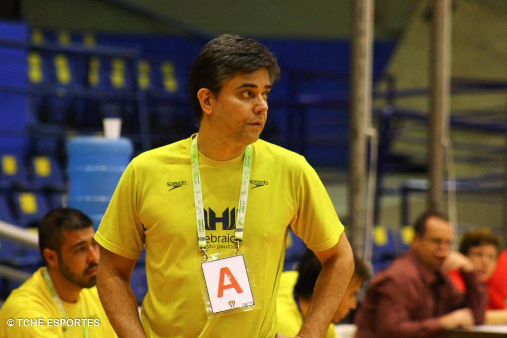 Álvaro Casagrande, técnico da Hebraica. (foto André Pereira / Tchê Esportes)
