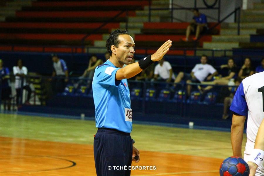Rogério Pinto, árbitro do jogo. (foto André Pereira / Tchê Esportes)