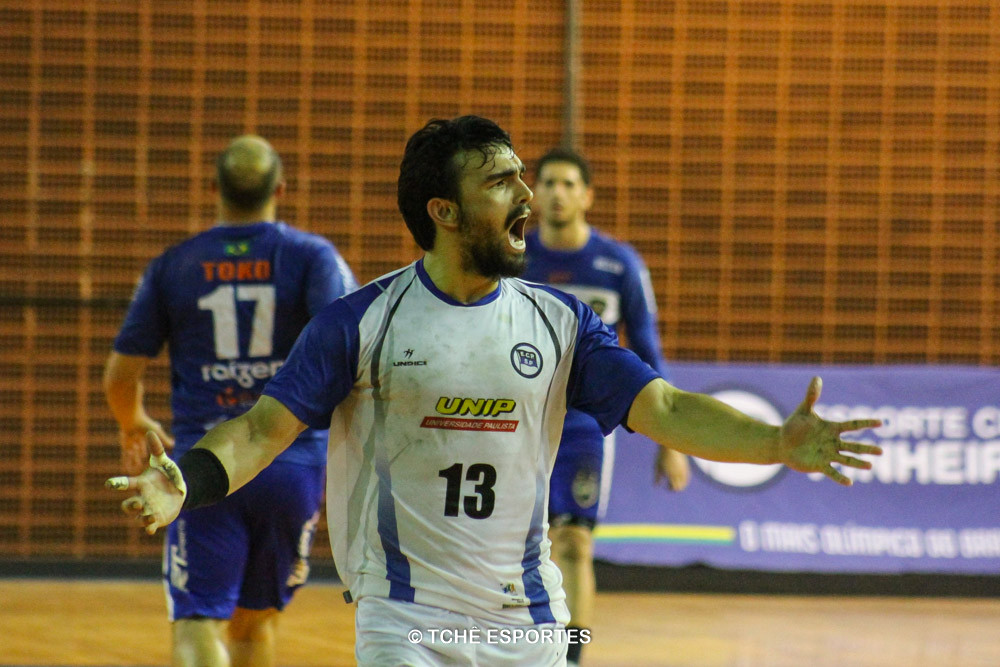 Denys, EC Pinheiros, destaque da partida. (foto André Pereira / Tchê Esportes)