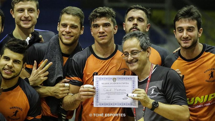 Cauê Herrera, pivô do São Caetano, foi o destaque da partida. (foto reprodução Agno Raiz / Tchê Esportes)