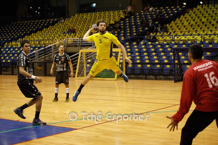 Daniel(5), da Hebraica, artilheiro do jogo com 6 gols. (foto André Pereira / Tchê Esportes)