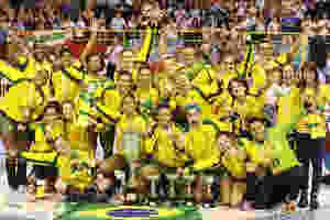 Seleção Brasileira comemora o 10º título do Pan. (foto Cinara Piccolo / Foto&grafia))