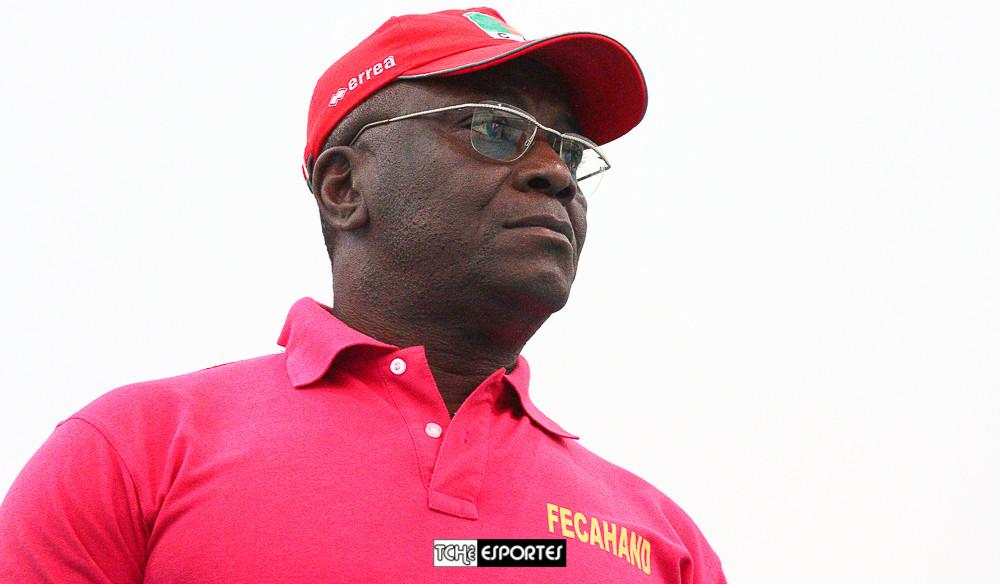 Jean-Marie Zambo, técnico da Seleção de Camarões. (foto André Pereira / Tchê Esportes)