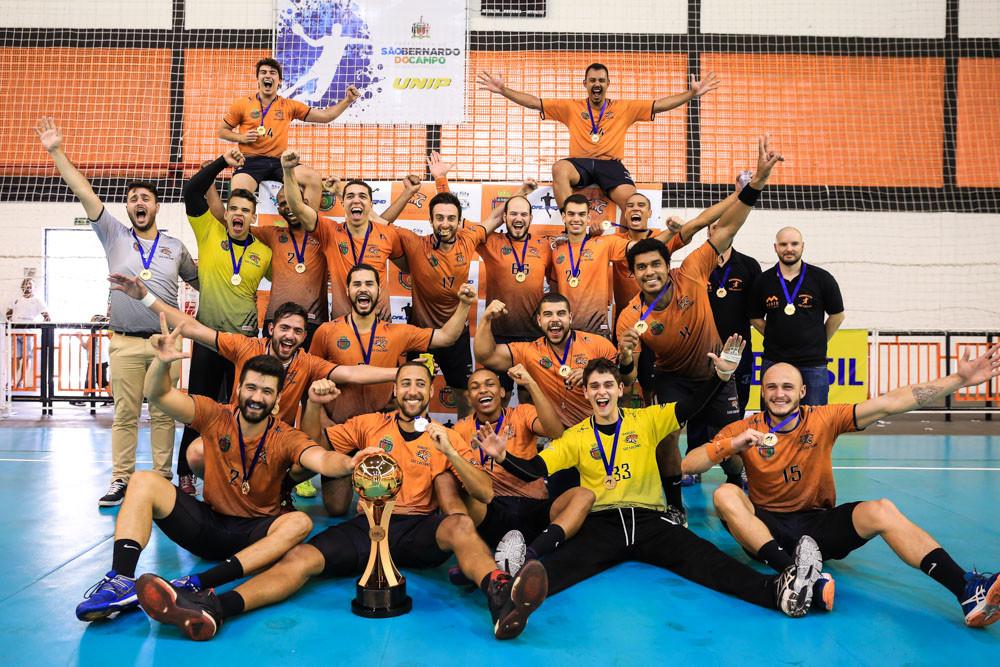 São Caetano (SP) comemora o 3º lugar na Liga Nacional Masculina de Handebol (foto Cinara Piccolo/Photo&Grafia)