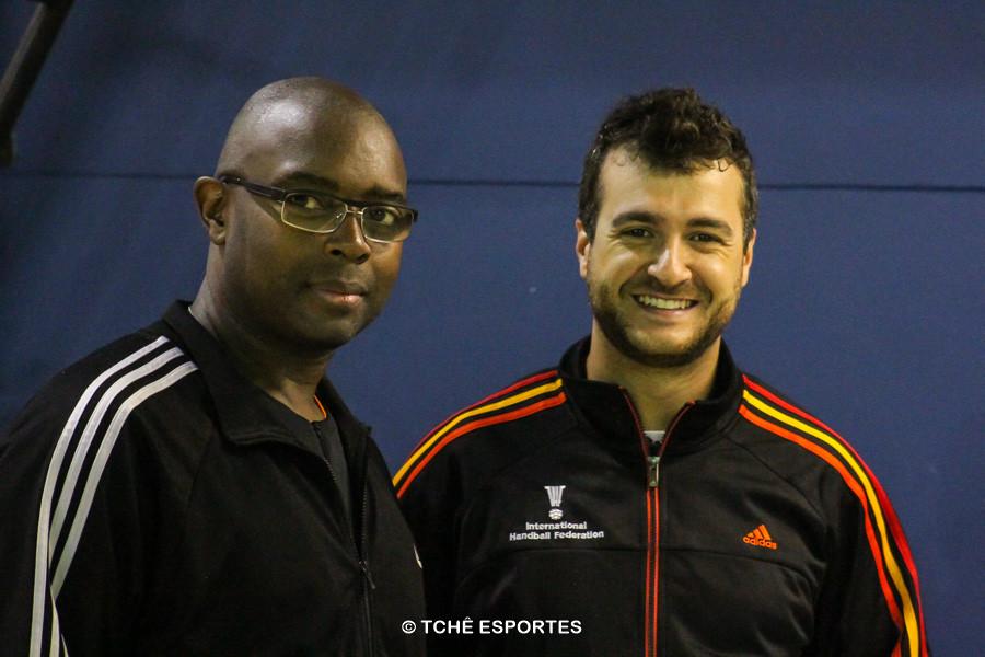 Francisco Rosa e Adriano Rocha, árbitros do jogo. (foto André Pereira / Tchê Esportes)