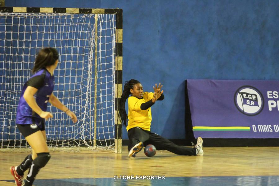 Ágatha, goleira do EC Pinheiros. (foto André Pereira / Tchê Esportes)