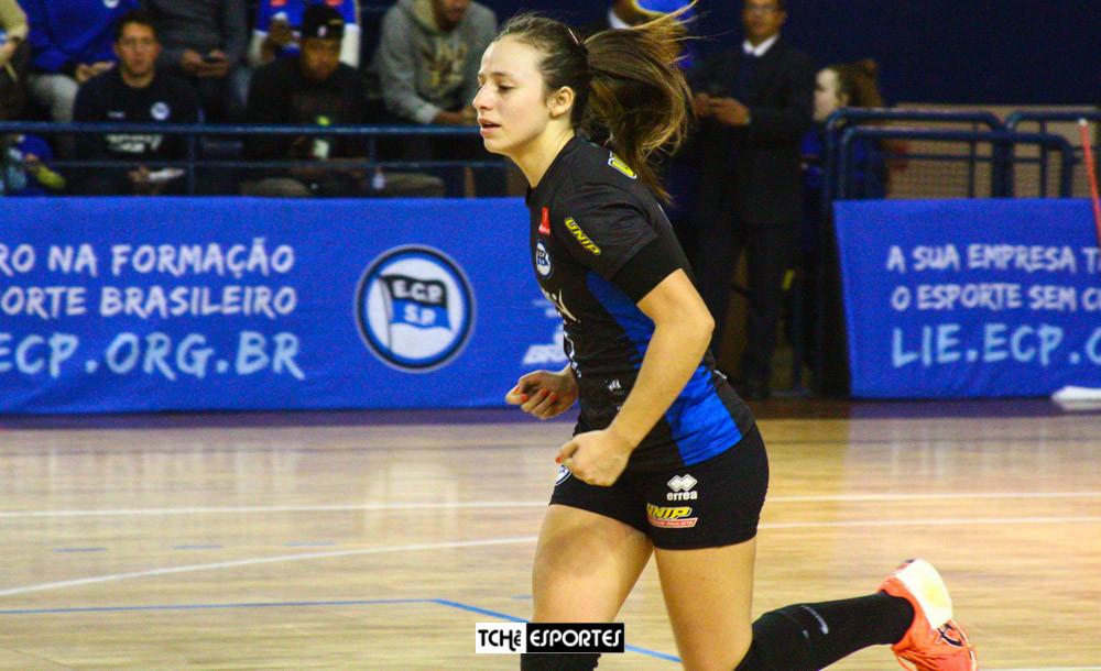 Isabelle Medeiros, ponta direita do EC Pinheiros (SP). (arquivo Tchê Esportes)