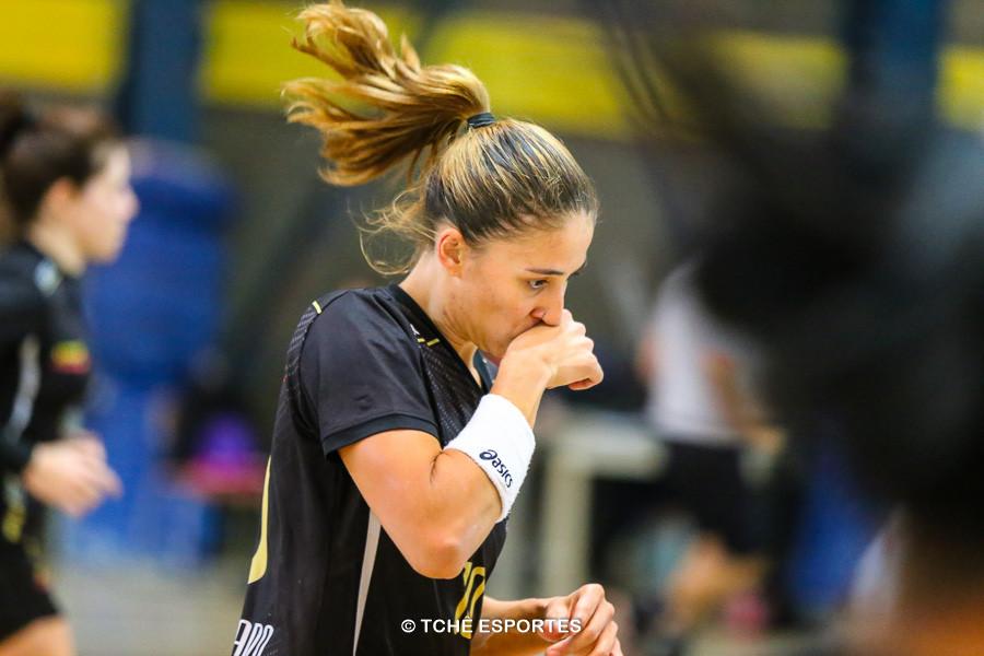 Vika, do São Caetano, artilheira do jogo. (foto André Pereira / Tchê Esportes)