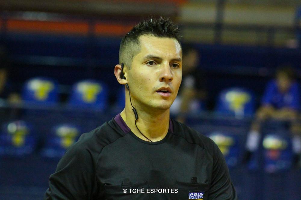 Thiago Marques, árbitro do jogo. (foto André Pereira / Tchê Esportes